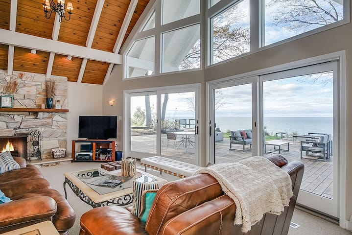 *New* Modern House on Lake Michigan