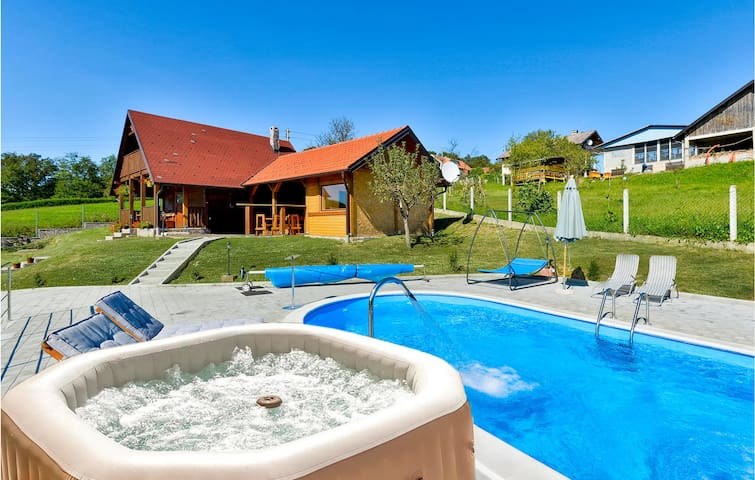 Holiday cottage with 2 bedrooms on 85m² in Radakovo