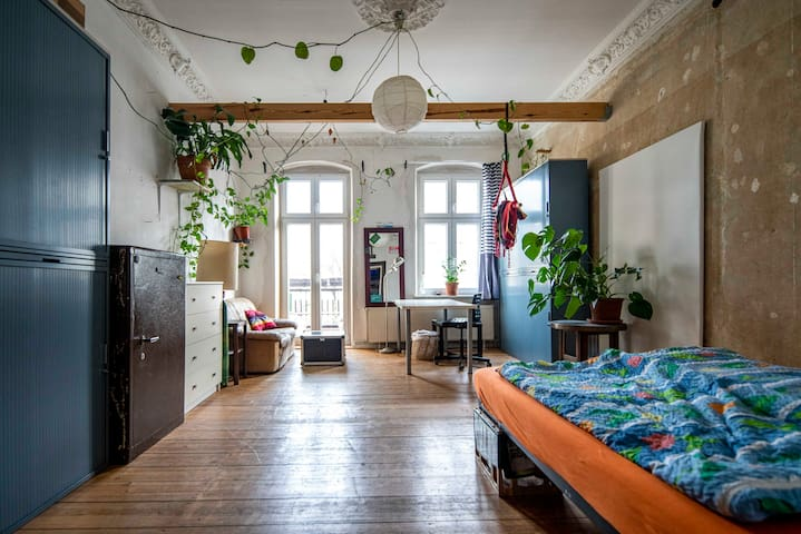 Berlinstyle Room, bright and clean