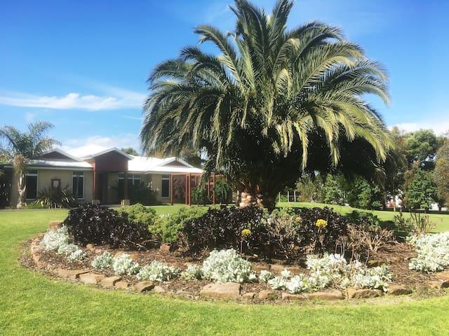 The Palms Mornington