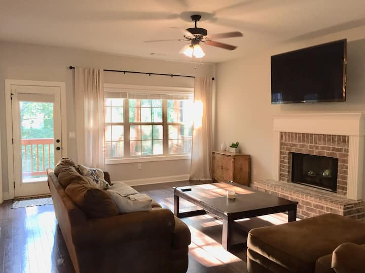 Perfect for Game Days! Close to Downtown & Stadium