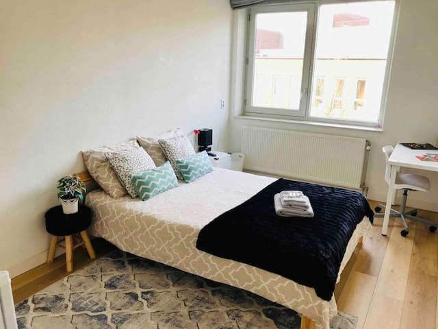 AMAZING ROOM 15 minutes from the Central Station.