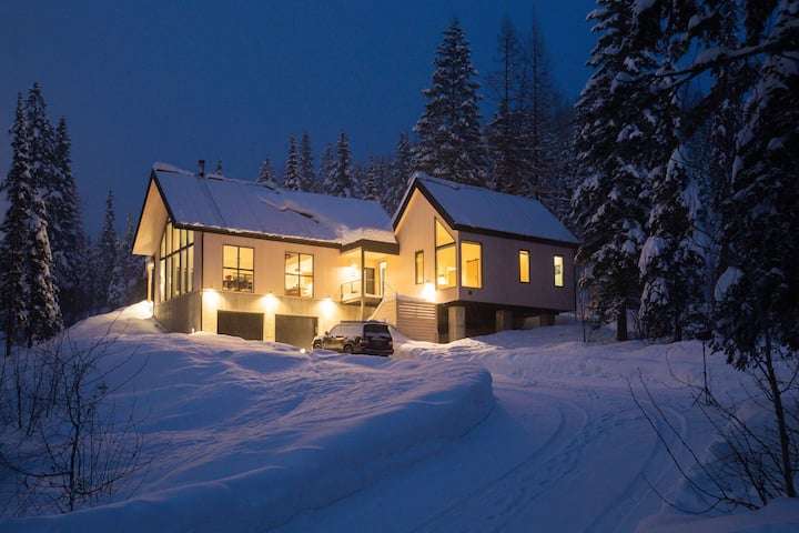 The nooq: Scandinavian Minimalist Ski Chalet