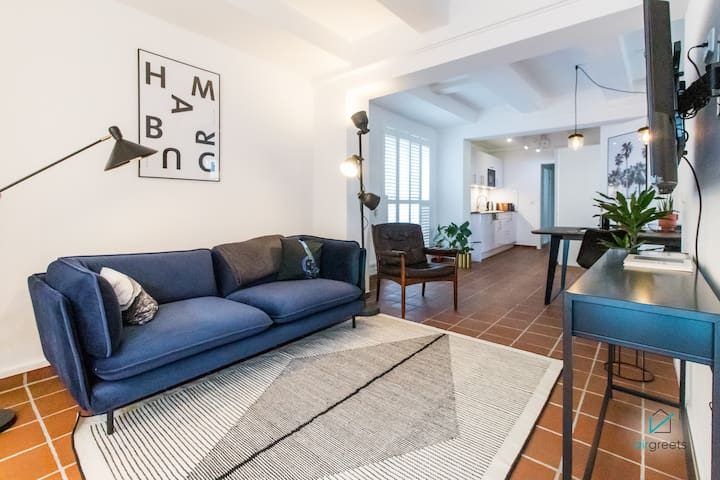 CENTRAL, ELEGANT APARTMENT IN THE PORT CITY