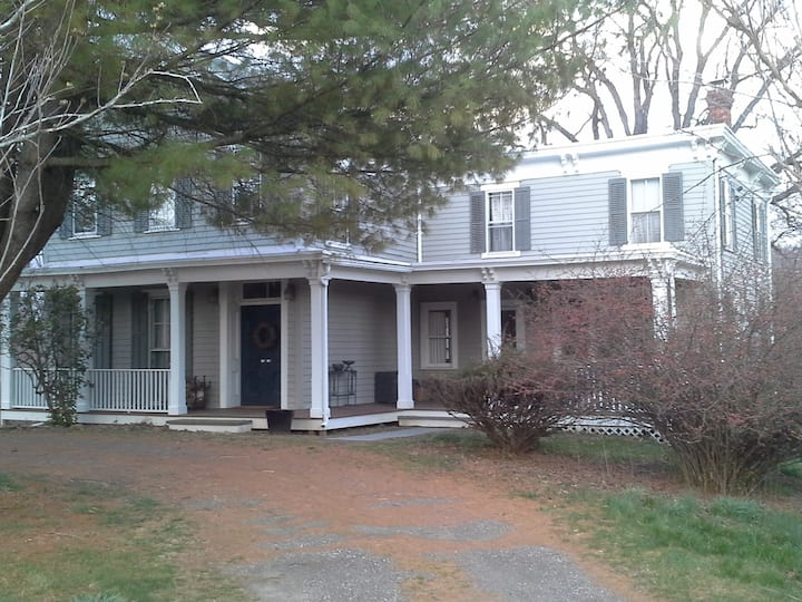 Tivoli Farmhouse $2,800 - 2-Week Rental (Jul&Aug)