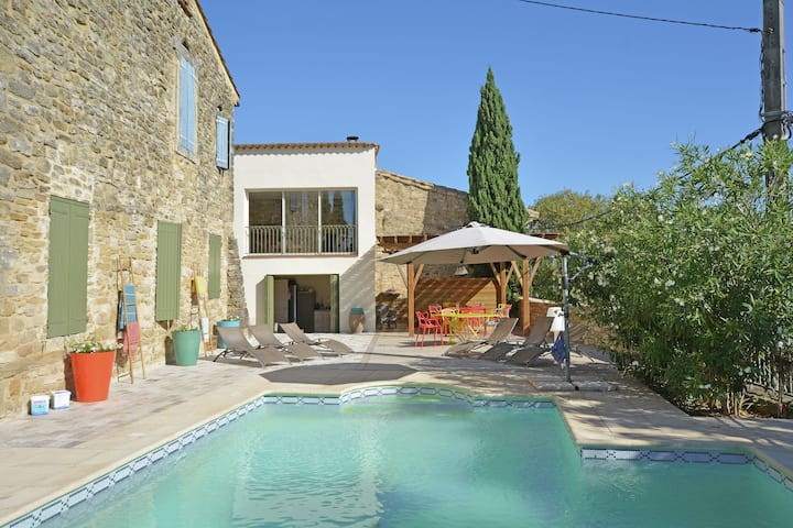 Quaint Villa in Castelnau-Valence with Private Pool