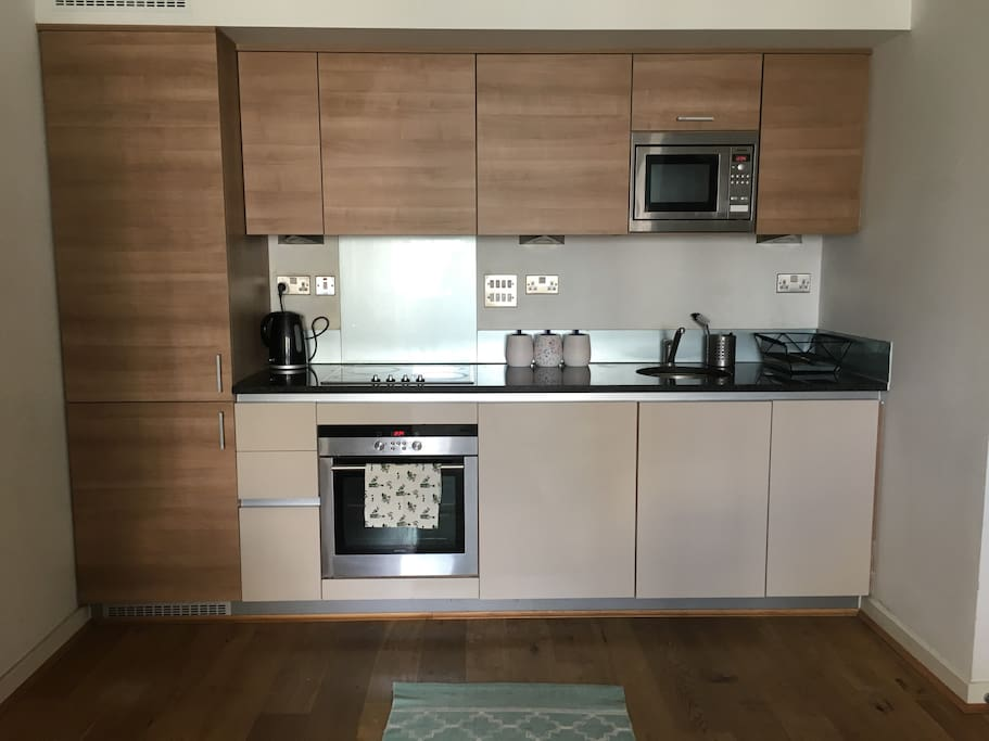 Fully equipped kitchen, kettle, toaster, blender