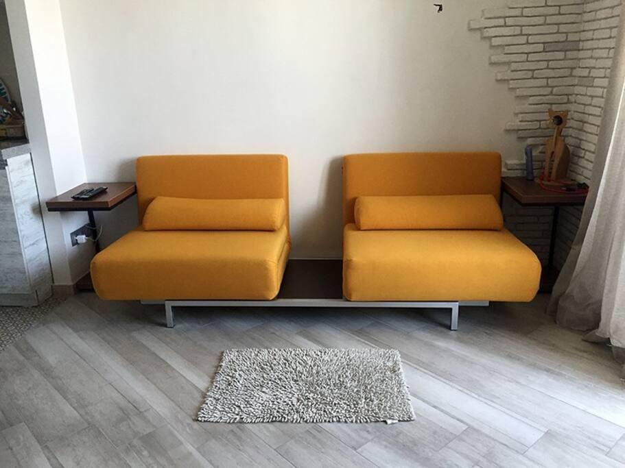 мобильный диван-кровать со столиком