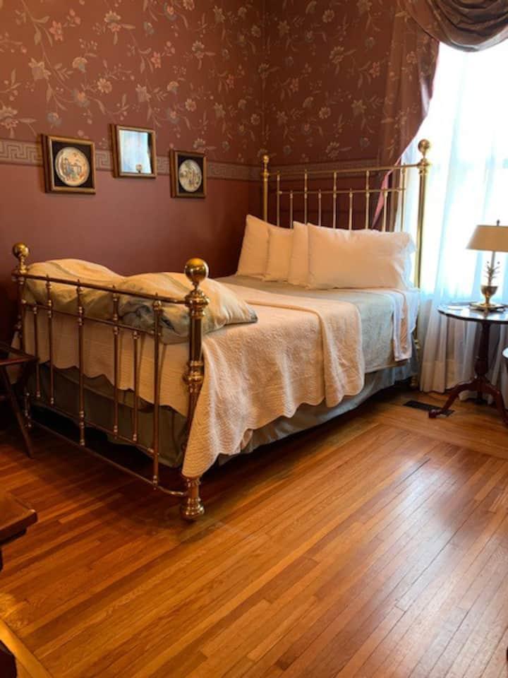 Private Room Main Floor Brass Pineapple Inn