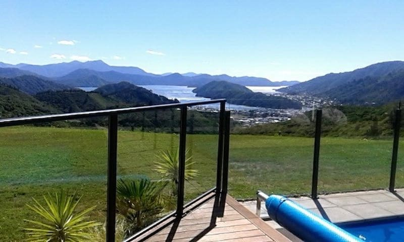 Spectacular Views Abound! - Picton
