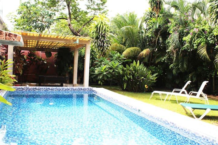 Quaint apartment with gorgeous pool&garden!
