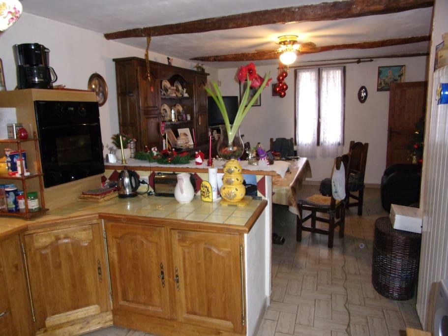 vue de la cuisine le séjour aavec té