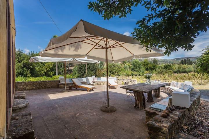 Amazing villa 2Km from the beach