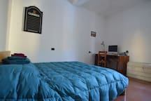 Large Bedroom-Modena City Centre-Animal Lovers
