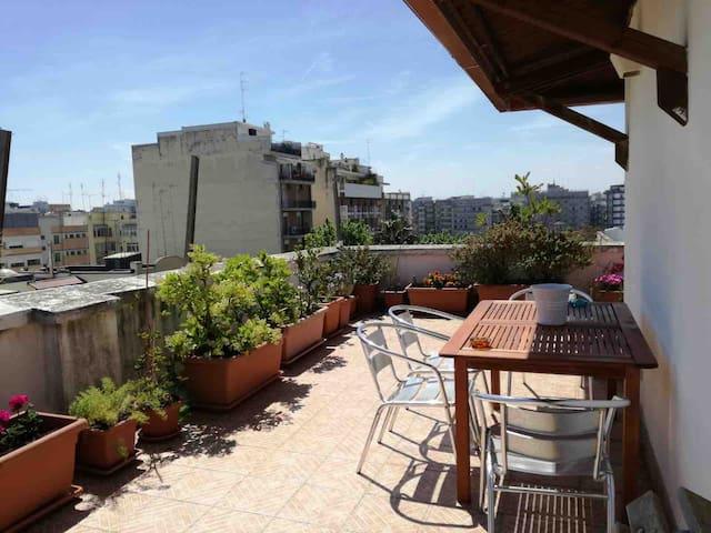 Giugi's house: cozy downtown apt with terrace