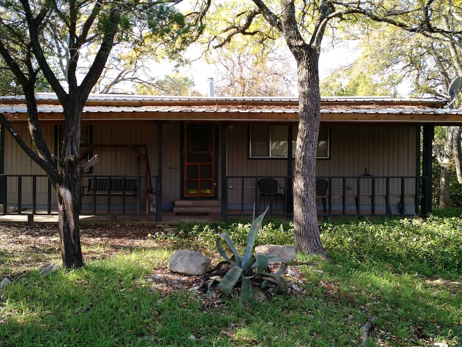 Quiet cozy rustic cabin in the woods cottages for rent Texas cabins in the woods