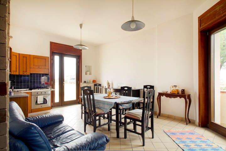 5 min da Salerno: Appartamento, giardino & garage - Pontecagnano Faiano - Huoneisto