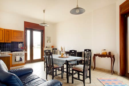 5 min da Salerno: Appartamento, giardino & garage - Pontecagnano Faiano