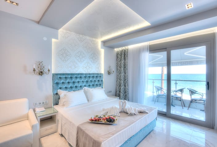 Seaside luxury apts for 4 per with private beach - Pefkochori