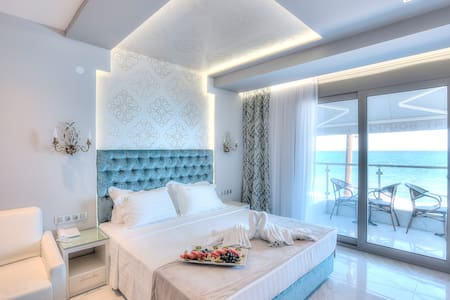 Seaside luxury apts for 4 per with private beach - Pefkochori - 其它