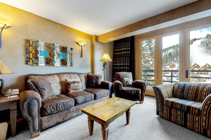 Ski-In/Out Condo w/Free WiFi, Fireplace, Shared Hot Tub, Heated Pool, Central AC