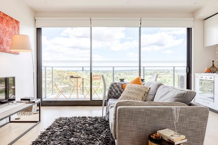 Chic, Light Filled Oasis near Swinburne with Secure Parking