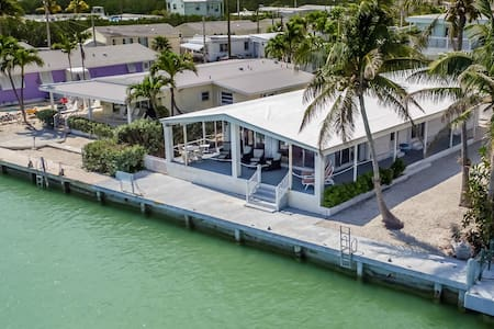 Harbor House 2bed 2bath Open water views & dockage