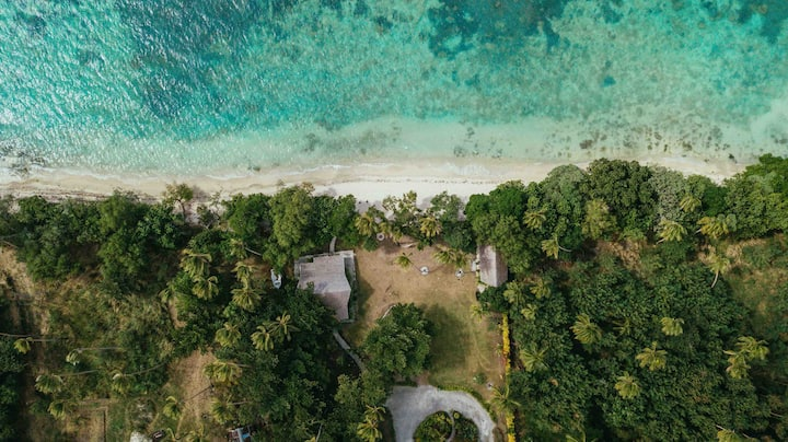 Whispering Palms -Three Absolute Beachfront Villas