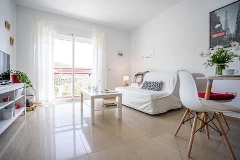 Luminoso apartamento cerca de la playa :wifi, a/c