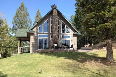 Beautiful private home near Dickey Lake