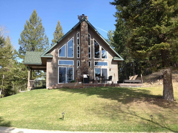 Beautiful private home near Dickey Lake