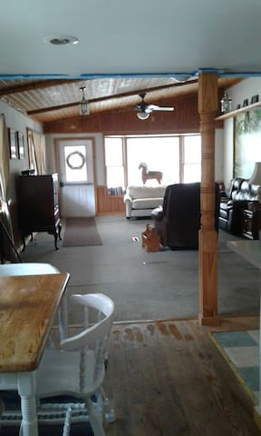 Vacation at Rocke n Horse Farm (front apartment) - Otis - Wohnung