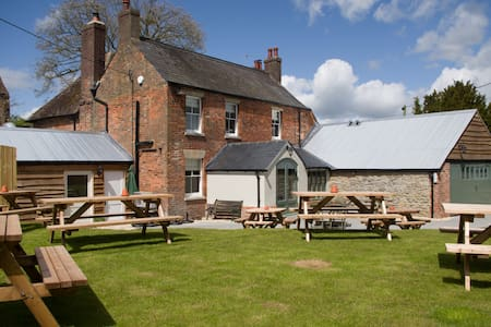 The Greyhound Inn, near Wantage - Oxfordshire - Bed & Breakfast