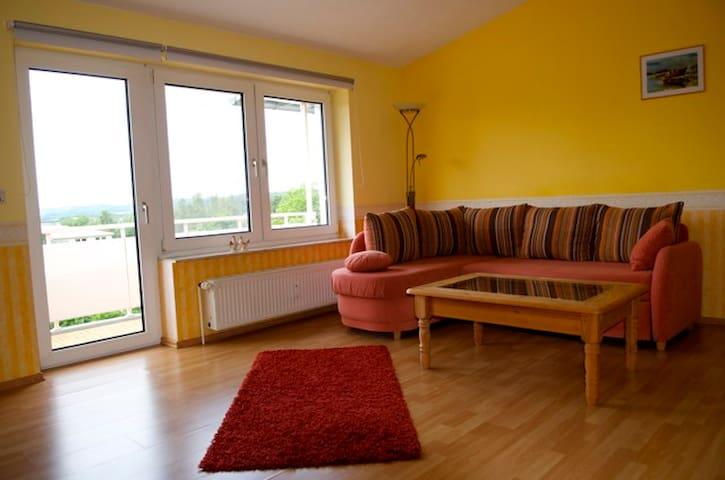 Großes Zimmer mit Balkon