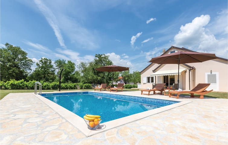 Holiday cottage with 4 bedrooms on 181m² in Vinjani Gornji