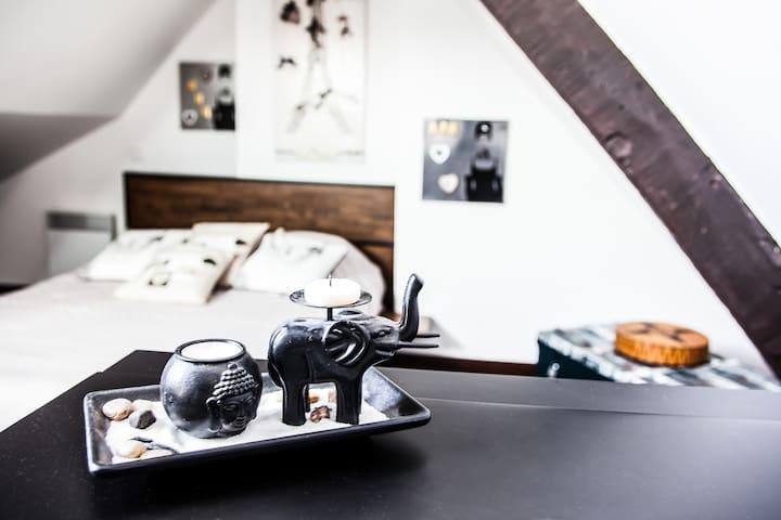 Chambre sous comble typique d'Honfleur