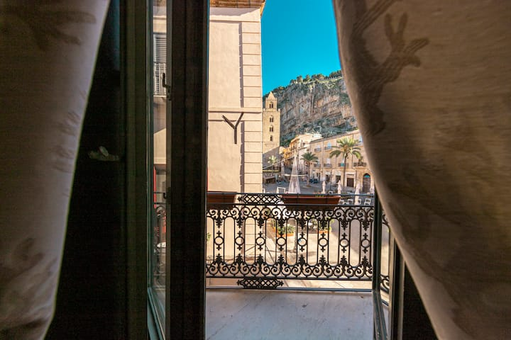 Palazzo Villelmi, triple room Dafne