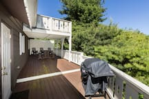Great Deck with Grill