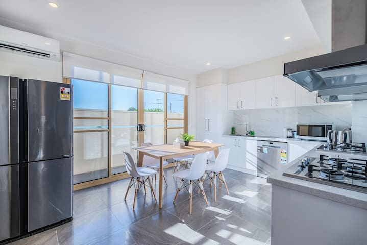 U266 Huge 5Bed5Bth Entire Townhouse Centro BoxHill
