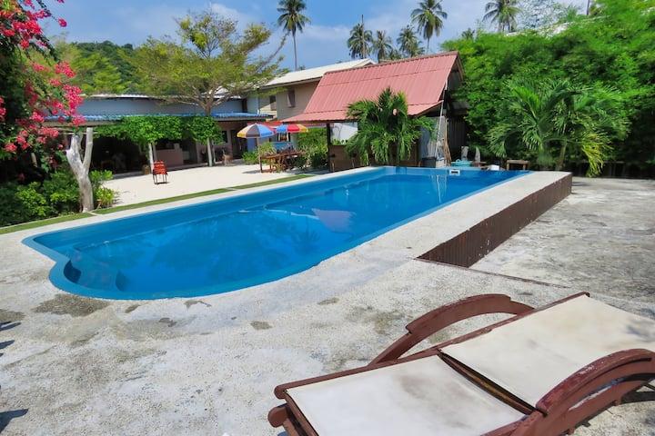 Deluxe Bungalow in Ba Kao Bay