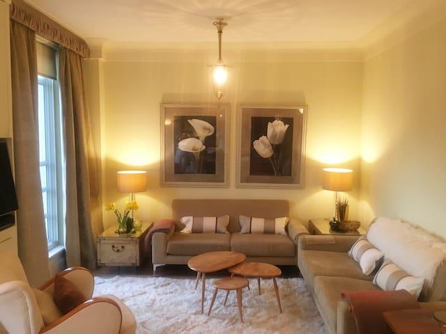 Light & Lovely 1 bed flat, Chelsea near Sloane Sq.