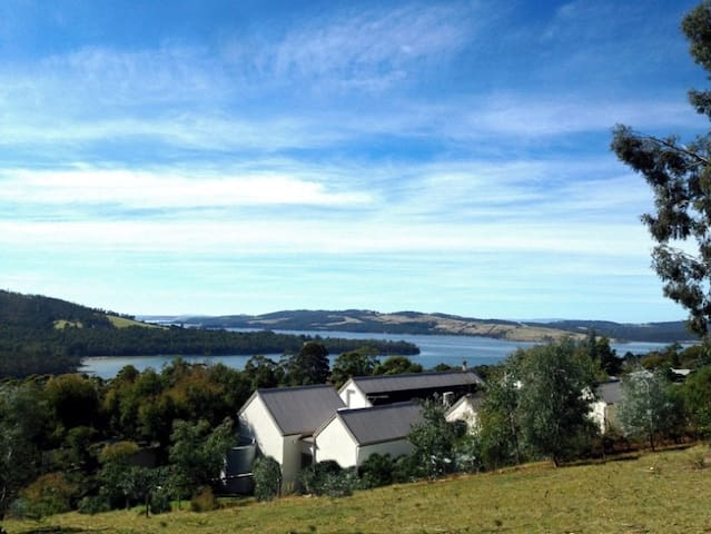 Arjuna Ridge B&B - Amazing views near Bruny Island