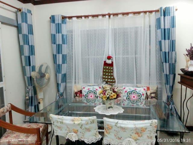 สองห้องนอนอบอุ่นพร้อมที่จอดรถ - Huai Khamin - House