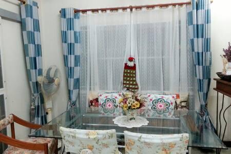 สองห้องนอนอบอุ่นพร้อมที่จอดรถ - Huai Khamin - Dom