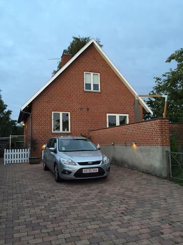 Stort værelse i dejlig villa i Hørsholm - Hørsholm - Villa