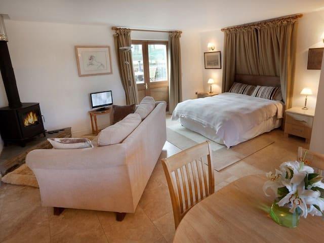 Exmoor couples retreat on Emmett's estate
