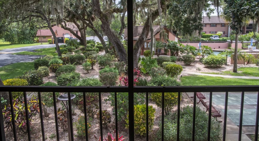 2/2 Condo with an amazing garden view(30 day min.)