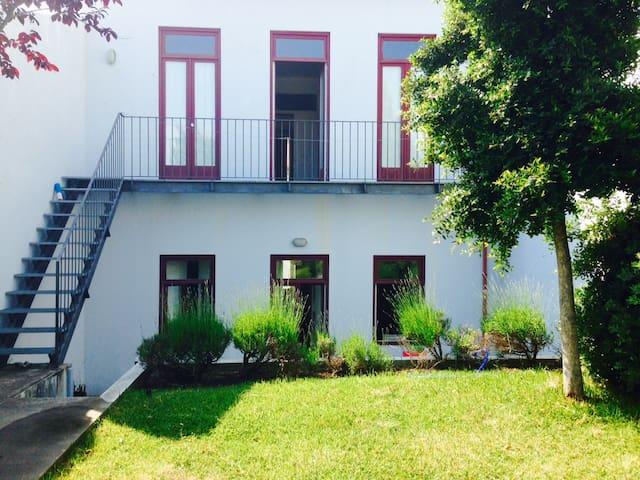 Groundfloor house pateo garden 3 min walk to beach - Moledo
