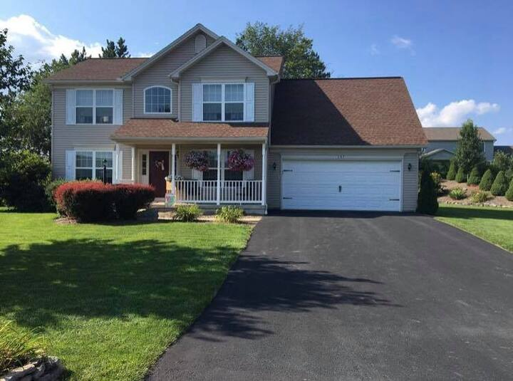 Quiet family home 19 minutes from Beaver Stadium!