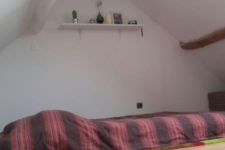 Chambre cosy dans jolie amiénoise - Hus